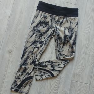 (4) Lululemon inspire cropped tights!